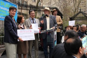 Gensuikyo and Peace & Planet presenting the 8 million strong petition to the UN High Representative for Disarmament in New York, April 26, 2015